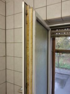Fett am Küchenfenster eines Restaurant (vorher)